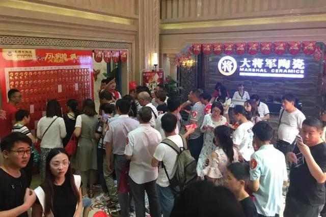 【万人疯抢】郑州大将军bwinchina注册地址至尊店璀璨启航!!!1200平方米展厅挤爆啦!
